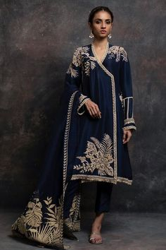 Latest Nida Azwer luxury pret traditional collection is helpful to enhance your beauty in the wedding of your beloved one. Pakistani Formal Dresses, Pakistani Dress Design, Pakistani Outfits, Indian Dresses, Indian Outfits, Velvet Dress Designs, Embroidery Suits Punjabi, Stylish Dress Designs, Party Wear Dresses