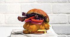 Cuisiner de la morue charbonnière en burger? Oh oui! Essayer cette recette de burger de morue, c'est créer un nouveau classique gastronomique à votre table! Mayonnaise, Bagel, Hamburger, Bread, Ethnic Recipes, Burgers, Food La, Oui, Menu