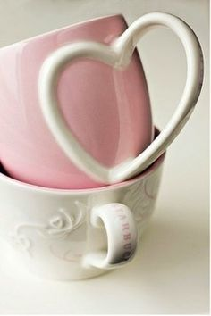 Love the handle on this teacup!