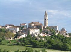 Višnjan, stari grad u proljeće, Istra, Croatia