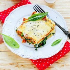 Easy and Delicious Lasagna made in the slow cooker. A must-try recipe!