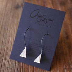 Abby Seymour — Black and gold, gift jewellery bag Jewelry Gifts, Unique Jewelry, Jewellery, Packing Jewelry, What A Girl Wants, Jewelry Packaging, Packaging Design, Jewelry Making, Place Card Holders