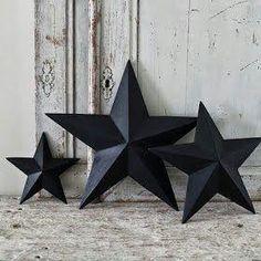Buscando por la red ideas he encontrado un tutorial: Cómo hacer estrellas de cartón para decorar tu casa en Navidad.Decora con estos adornos el árbol de navidad, la repisa de la chimenea, el recibidor de casa, el cabecero de tu cama,..¡Es muy sencillo!Materiales: