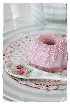 Sommerhusliv hele året...: Lyserøde kager til pynt !!!