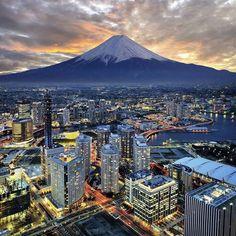 @Easyvoyage - Surreal view of Yokohama and Mt. Fuji #myeasyvoyage #voyage #travel #travelgram #traveler #phototravel #holidaytravel #holidays #escape #vacances #world #destination #wanderlust #instatravel #city #Japan #Asie #ig_asia #yokohama #fuji #sunse