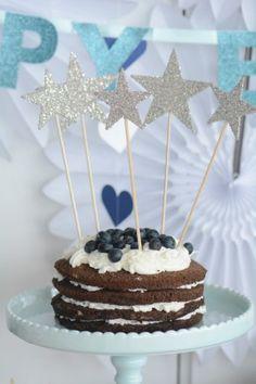 ケーキにキャンドルだけじゃない!モチーフを刺しても雰囲気を出せる♪ 3 歳のバースデーパーティーアイデア♪