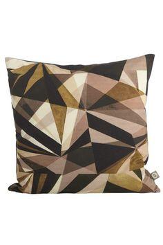 Triangle cushion - Niittylä Home