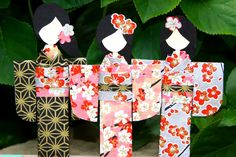 Aprender a doblar preciosos marcapaginas de kimonos japoneses. Learn how to fold sweet Japanese paper dolls.Omiyage Blogs: A Dozen Dollies...