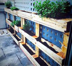 Wooden pallet planter rack unit