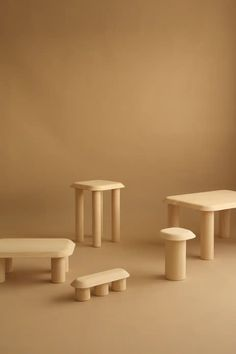 Five tables in solid ash wood based on a simple construction, a precise design and a strong identity.