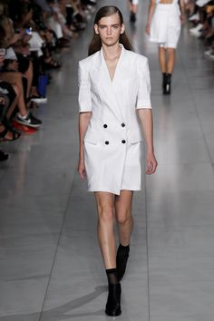 See all the Collection photos from Dkny Spring/Summer 2016 Ready-To-Wear now on British Vogue Fashion Week, Milan Fashion, Runway Fashion, Fashion Show, Fashion Design, Spring Summer 2016, Spring Summer Fashion, Phresh Out The Runway, Trends