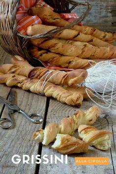 I #grissini alla #cipolla possono essere un delizioso #antipasto, uno #snack #salato da sgranocchiare come #spezzafame o da presentare ad un #buffet.