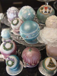 Christmas ball cupcakes