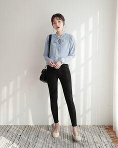 Popular College Fashion Trends to Keep You Looking Cute College Fashion, Work Fashion, Cute Fashion, Fashion Pants, Fashion Outfits, Fashion Trends, Korean Girl Fashion, Korean Street Fashion, Asian Fashion
