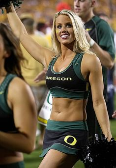 The 2011 College Football Season draws near, which means that one of our greatest traditions draws near as well: College cheerleaders. Oregon Cheerleaders, Football Cheerleaders, Philadelphia Eagles Cheerleaders, College Cheerleading, College Football Teams, Football Girls, Hockey Girls, Nfl Football, Professional Cheerleaders