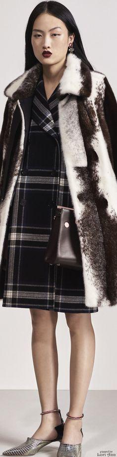 Christian Dior - Pre Autumn/Winter Ready-To-Wear New York Fashion Week New York Fashion, Dior Fashion, Fashion Show, Christian Dior, Fall Fashion 2016, Autumn Fashion, Tartan, Plaid, French Fashion Designers