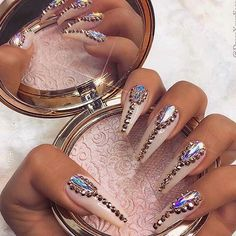 All credit goes to owner! Follow for more beauty. - - - - #makeup #beauty #makeupartist #glam #pretty #beautiful #art #mua #model #girl #luxury #chic #makeupvideo #makeupvideos #pink #glitter #barbie #glamour #cute #kawaii #pastel #nails #stilletonails #nailart #highlighter
