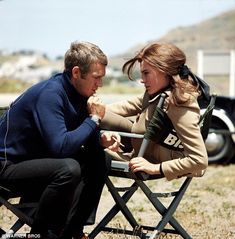 Sunday morning coolness - Steve McQueen and Jacqueline Bisset on the set of Bullitt, 1968 Classic Hollywood, Old Hollywood, Marlon Brando James Dean, Jacqueline Bissett, Steve Mcqueen Style, Cinema, Movie Stars, Actors & Actresses, Movies