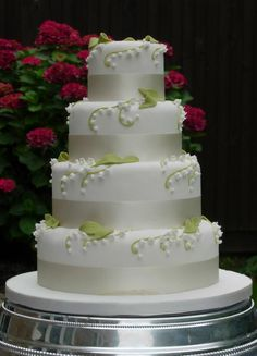 A cake inspired by the Lilly of the Valley flower.