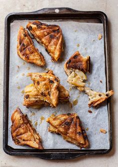 Caramelized Pear and Gorgonzola Quiche - (Free Recipe below) Empanadas, Quiche, Tapas, Appetizer Recipes, Appetizers, Sandwiches, Pear Recipes, Dip Recipes, Food For Thought