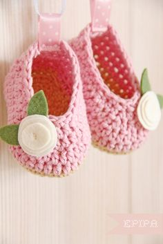Pink crochet baby shoes with felt flowers