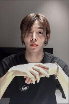 Haircuts For Fine Hair, Long Bob Hairstyles, Cool Haircuts, Hairstyles With Bangs, Taeyong, Jaehyun, Osaka, Nct Yuta, Nct Life