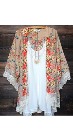 How adorable is this Kimono!! Small-Medium can fit up to a 10 and large can fit to 18Ships in 2 weeks