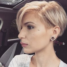 13 sexy blonde Bombshell Kurzhaarfrisuren, die die Show stehlen