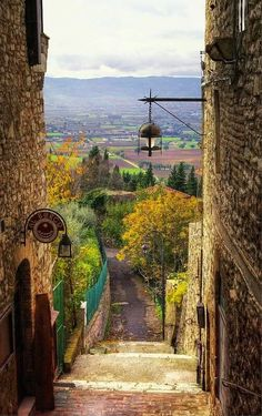 Assisi - a good place for a period of reflection and contemplation - accepting the things of the past and being ready to move on to a new life . . a new beginning, a new start - as indeed symbolised by the Tau cross of St Francis