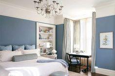 Colori freddi in casa - Blu e bianco in camera da letto | Pareti blu ...