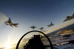 Royal Norwegian air force F16s in formation
