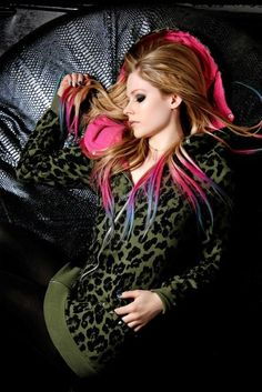 Avril Lavigne + dip dye pink n blue  - Is very beautiful!