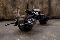 """#интересное  Мотоцикл Бэтмена из """"Темного рыцаря"""" ушел с молотка (7 фото)   Британская аукционная компания Prop Store продала мотоцикл Бэтмена, который снимался в фильмах «Темный рыцарь» и «Темный рыцарь: Возрождение легенды». Новый владелец приобрел мотоцикл за 260 т�"""