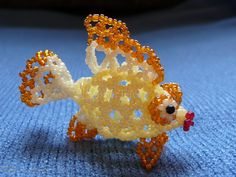 A dimensional bead fish Bead Embroidery Patterns, Beading Patterns Free, Beaded Embroidery, Pony Bead Projects, Beading Projects, Seed Bead Crafts, Beaded Crafts, Pearl Crafts, Beaded Dragonfly