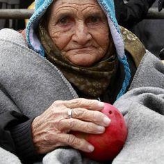 #Migranti senza età in viaggio verso la speranza #migrants #europe #travel #life #ederly #woman #photoftheday #bestpictures Guarda su ANSA.IT le grandi foto dal mondo