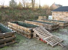 Old Pallets used to make a raised garden, cool now I don't have to take the pallets apart!