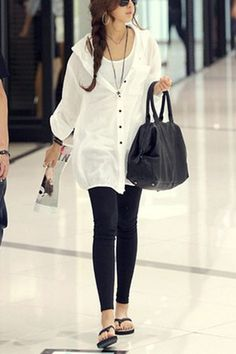 Travel outfit- black leggings -white button loose tunic over white tank.i just found my outfit for my flight :) Travel Wear, Travel Dress, Cute Outfits With Leggings, Black Leggings, Cute Travel Outfits, 2014 Fashion Trends, Cotton Blouses, Look Fashion, Chic