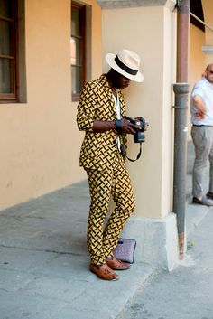 The second day of Fucking Young's Trip at Pitti: trends Best Mens Fashion, African Print Fashion, Africa Fashion, Dope Fashion, Kitenge, Guys Grooming, Style Ethnique, Afro Style, Vogue