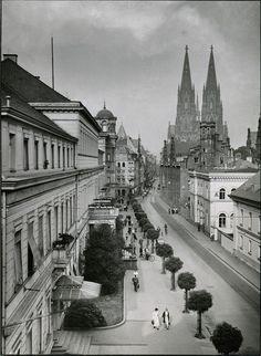 August Sander, Zeughaus Street (1930s)