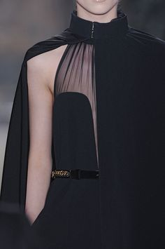 yves saint laurent f/w 2011 cape Couture Fashion, Runway Fashion, High Fashion, Fashion Outfits, Fashion Trends, Fashion Fall, Yves Saint Laurent, Moda Paris, Fashion Details