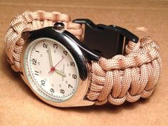 How to Make a Paracord Watch with Buckle This watch is not coming off your wrist. Paracord makes a durable watch band. Paracord Belt, Paracord Watch, Paracord Bracelets, Paracord Ideas, Survival Bracelets, Paracord Braids, Paracord Keychain, Bracelet Knots, Survival Watch