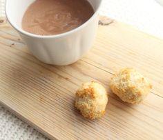 Ich LIEBE Kokosmakronen! Deshalb wollte ich unbedingt eine leckere, glutenfreie, zuckerfreie, vegane Version kreieren. Und die solltet Ihr probieren!!