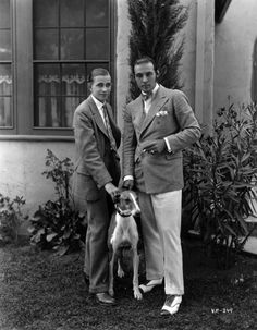 TheBow Tie Crowd - Rudolph Valentino, in a flannel double-breasted jacket and cream trousers, with Horace Wade, Rudolph Valentino, Silent Film Stars, Movie Stars, Classic Hollywood, Old Hollywood, Hollywood Cinema, Hollywood Hills, Hollywood Stars, Art Gay