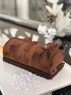 Bûche de Noel Maison Senoble : Dessert chocolat inspiré par les toits de paris #food #chocolat #xmas #christmas #noel #pâtisserie #buchedenoel Cooking Ideas, Cake, Desserts, Food, Greedy People, Tailgate Desserts, Pie, Kuchen, Dessert