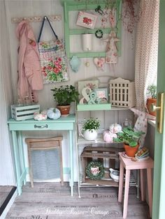 Shabby-Roses-Cottage: Autumn in pastel & pallet, love it.