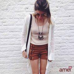 A harmonia das cores #lojaamei #novidades #etiquetaamei #blusa #kimono #shorts #marrom #nude #acessorios #colar #bolsa — em  Amei.
