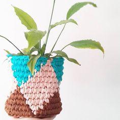 seher_duman Buenosdías.. Mutlu pazarlar.. Feliz domingo..(dur biraz portekizcemizide gelistirelim bi o kalmıştı) . . . #gununkaresi #sepet #penyeip #knit #knitting #knitted #knitstagram #crochet #crochetaddict #crochetlove #crochetgeek #crocheteverday #stickat #hækling #trapillo #ganchillo #uncinetto #yarnlove #yarnaddict #garn #virka #virkkaus #crochetmood #crochetcushion #feito #örgügünüm #örgügram #elişi #birlikteörelim