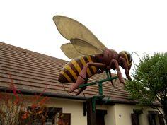 abeille geante - null