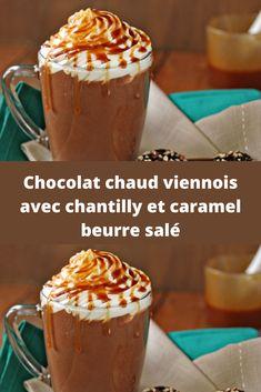Chocolat chaud viennois avec chantilly et caramel beurre salé.  Le mois de novembre fait son entrée, et les températures descendent petit à petit alors quoi de mieux qu'un bon chocolat chaud pour se réchauffer ! Mais avez-vous déjà penser à rajouter du caramel au beurre salé pour lui donner un petit goût supplémentaire ? L'essayer c'est l'adorer ! Pudding, Desserts, Drink Recipes, Recipe Of The World, Tailgate Desserts, Deserts, Custard Pudding, Puddings, Postres