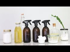 Guide starts at This video is a comprehensive beginner's guide to DIY natural cleaning products for your kitchen, bathroom, and home in general. Homemade Shampoo Recipes, Homemade Deodorant, Homemade Cleaning Products, Cleaners Homemade, Diy Cleaners, Natural Cleaning Products, Household Cleaners, Hacks Diy, Cleaning Hacks
